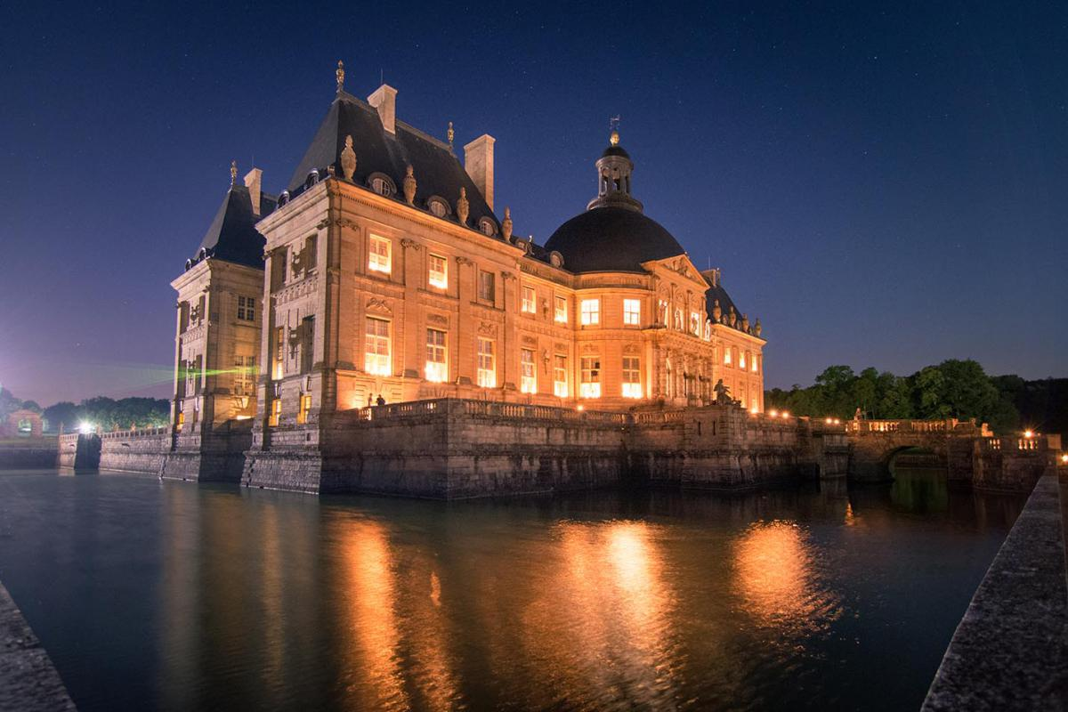 Chateau de Vaux le-Vicomte magicien close up paris ile de france