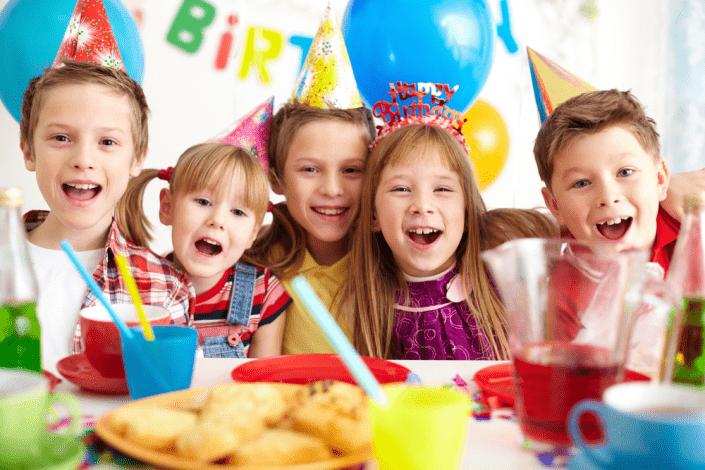 enfants anniversaire anniversaire enfant magicien restaurant magie magicien close up Paris (75) Seine-et-Marne (77) Yvelines (78) Essonne (91) Hauts-de-Seine (92) Seine-Saint-Denis (93) Val-de-Marne (94) Val-d'Oise (95)