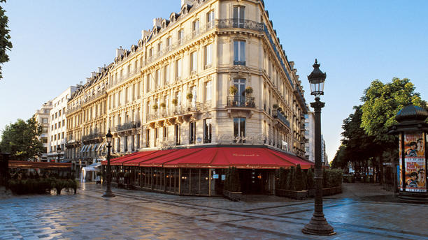 animation magie pour une entreprise au Restaurant Fouquet's Paris - Hôtels Barrière